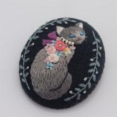 ブローチ 猫(グレー)